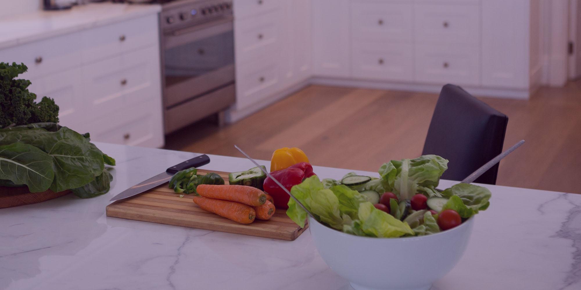 Légumes coupés et préparés pour un repas à domicile
